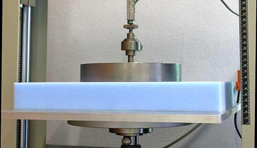 Het testen van Avek polyetherschuim